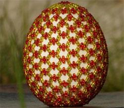 Пасхальные яйца в узорах из бисера