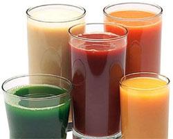 Стакан сока с витаминами из справочника