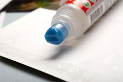 Клеи, клейстеры и клеевые пасты для бумаги, картона, папки и т. п.
