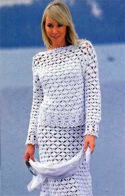 Белый пуловер и юбка
