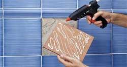 Облицовка стен наклейкой керамических плиток