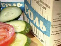 Соль, сахар, чеснок, горчица: необычное применение обычных продуктов для огорода
