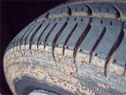 Что делать, если в дороге у Вашего автомобиля спустило бескамерное колесо