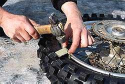 Как сделать, чтобы шина не прикипала к ободу