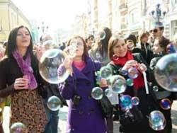 Мыльные пузыри - это вечная сказка для всех возрастов