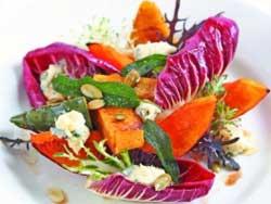 Теплый салат из тыквы с мягким сыром