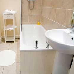 Как зрительно увеличить пространство в маленькой ванной комнате