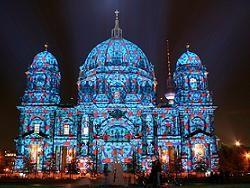 Красочный фестиваль света в Берлине