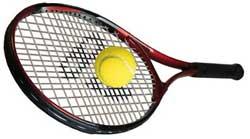 Перетягивает теннисную ракетку