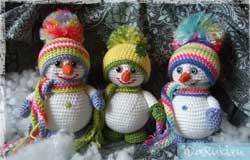 Снеговики крючком