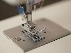 Всего одна пружина и ваша швейная машинка станет универсальной